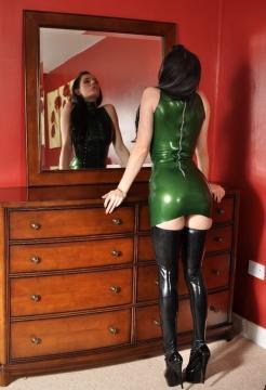 Frau in leder reife Leder